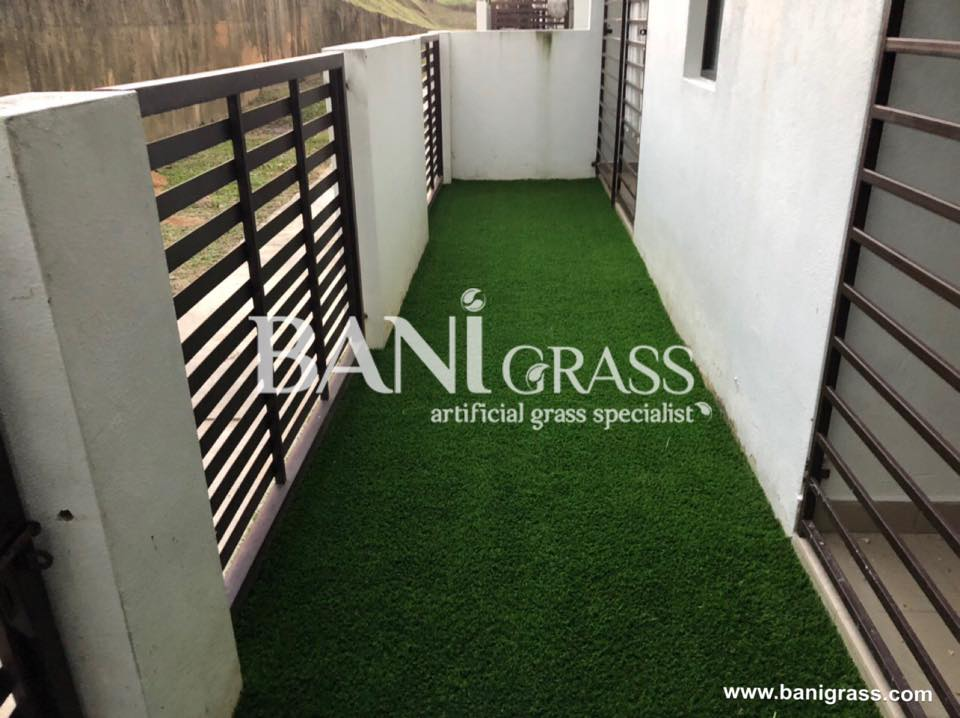 Pemasangan rumput tiruan (artificial grass) di Townvilla Nilai Negeri Sembilan